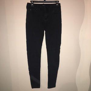 Black skinny jean.